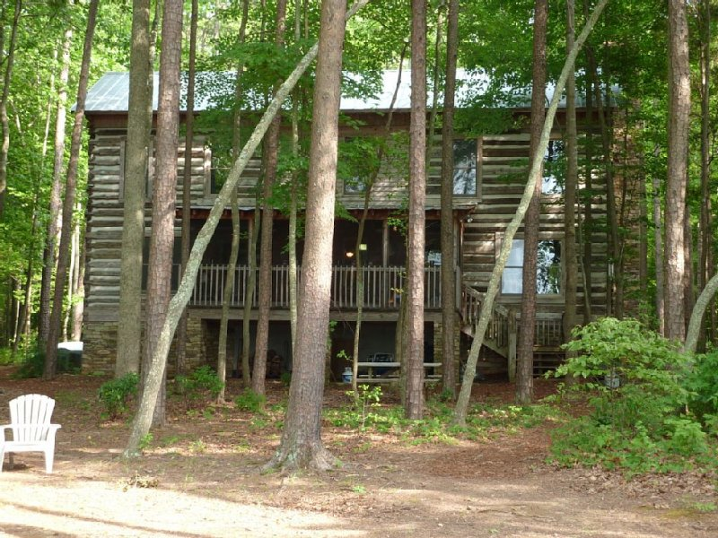 Private Lakefront Log Cabin, vacation rental in Oxford