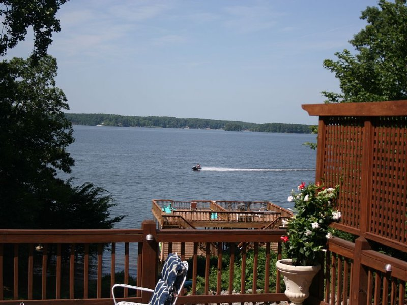Main Lakefront Family Home,  Beach, Kayaks/SUPs, Boat Slip,  Dog Friendly, vacation rental in Gaston