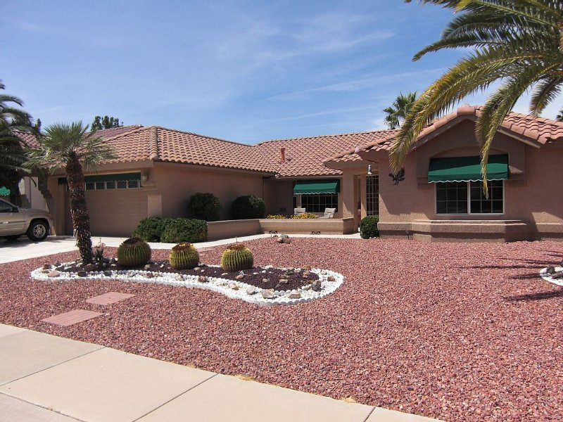 Sun City West Southwest Style Ranch. Pet Friendly, holiday rental in Sun City West