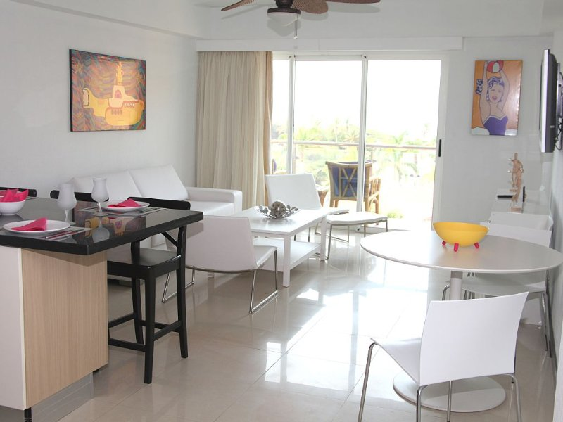 35% Special Discount!! 2 Bedroom, Beachfront, Amazing Ocean View, Modern ful, vakantiewoning in Aruba