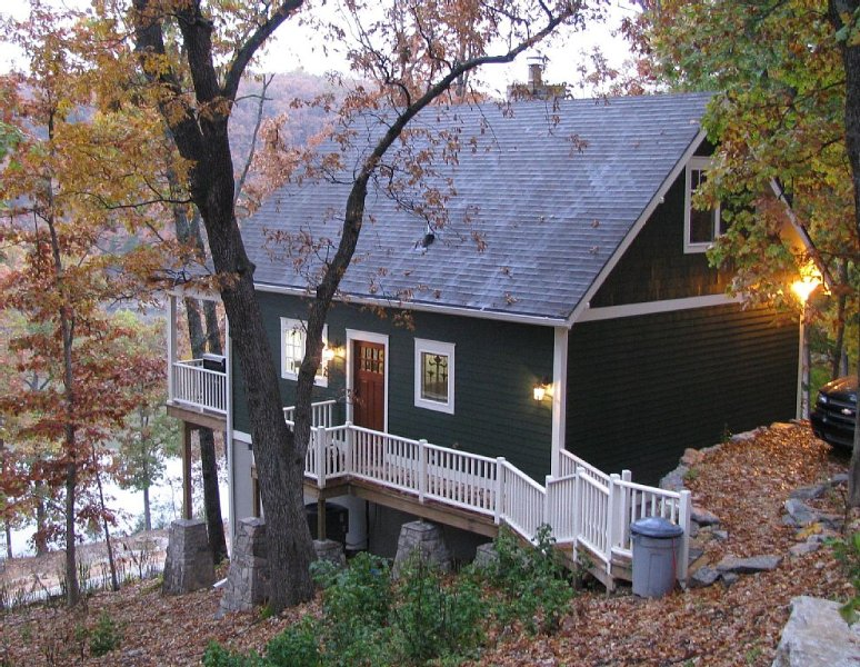A Quiet, Secluded Lakeside Get-a-Way, holiday rental in Bernice
