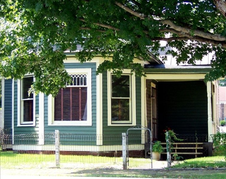 Historic District - WINTER RATES - 4 Blocks from Creeper Trail & Barter, holiday rental in Glade Spring
