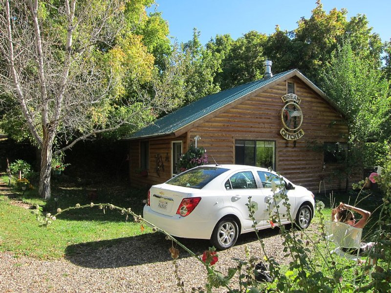 A cozy nest between Bryce and Zion-Dreamcatcher Cabin, holiday rental in Mount Carmel