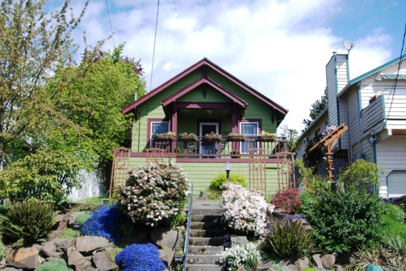 Charming craftsman cottage in great location perfect for families, holiday rental in Shoreline