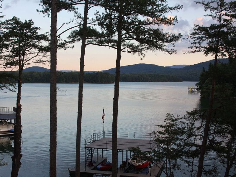 Rustic Elegance On Lake Blue Ridge With Spectacular Views, location de vacances à Blue Ridge