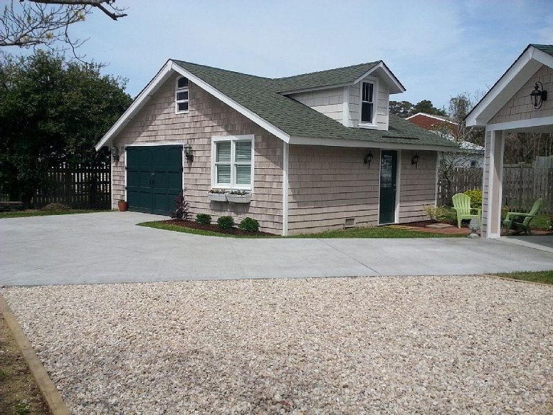 Newly Renovated Cottage within Walking Distance to Historic Manteo Waterfront, aluguéis de temporada em Roanoke Island