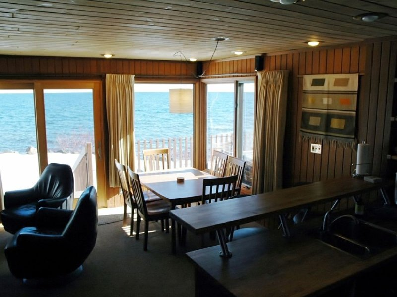 North Shore Lake Superior Townhome Just Steps Away From The Edge Of The Water!, holiday rental in Lutsen