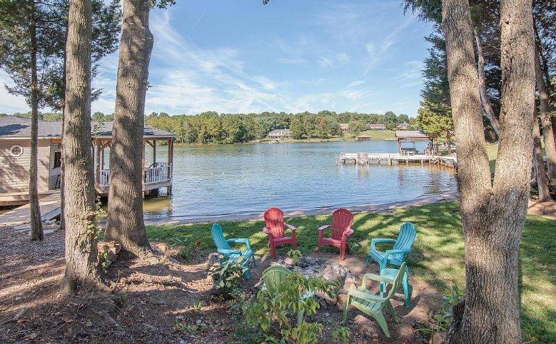 Beautiful lake front with beach, firepit and 1600 sf boathouse.