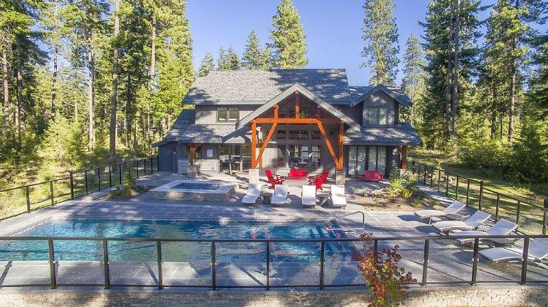 Modern Suncadia Retreat w/Private Pool & Hot Tub, casa vacanza a Cle Elum