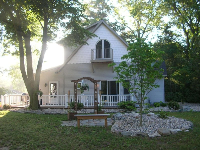 20 Acre Country Compound: 2 Homes & 6 Acre Private Lake!, holiday rental in Grand Haven