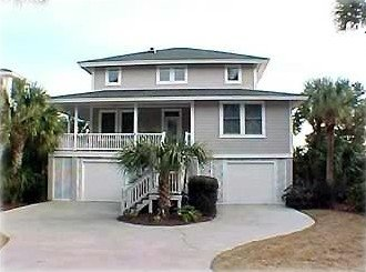Beautiful Waterfront Canal Home with Dock Close to Golf Course, alquiler de vacaciones en Fripp Island
