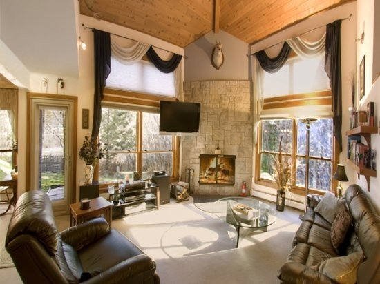 Luxury renovated Trail Creek 3bed/3Bath 2king & 3twin beds sauna, hot tub, holiday rental in Killington