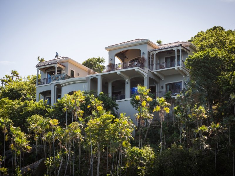 Perfectly Appointed Luxury Villa - 4 Master Suites, vacation rental in Magens Bay