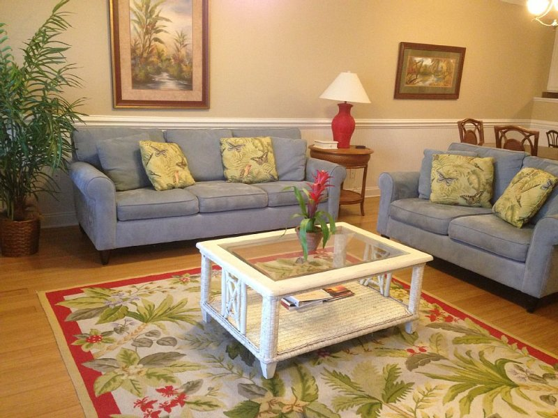 Beautiful top floor Condo/2 pools Steps From Beach  And Pier, holiday rental in Tybee Island