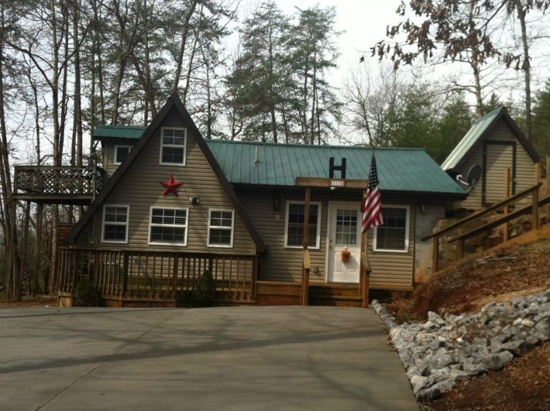 The Diamond 'B' a Cozy Cabin Retreat - Not far from Pigeon Forge and Gatlinburg., holiday rental in Madisonville