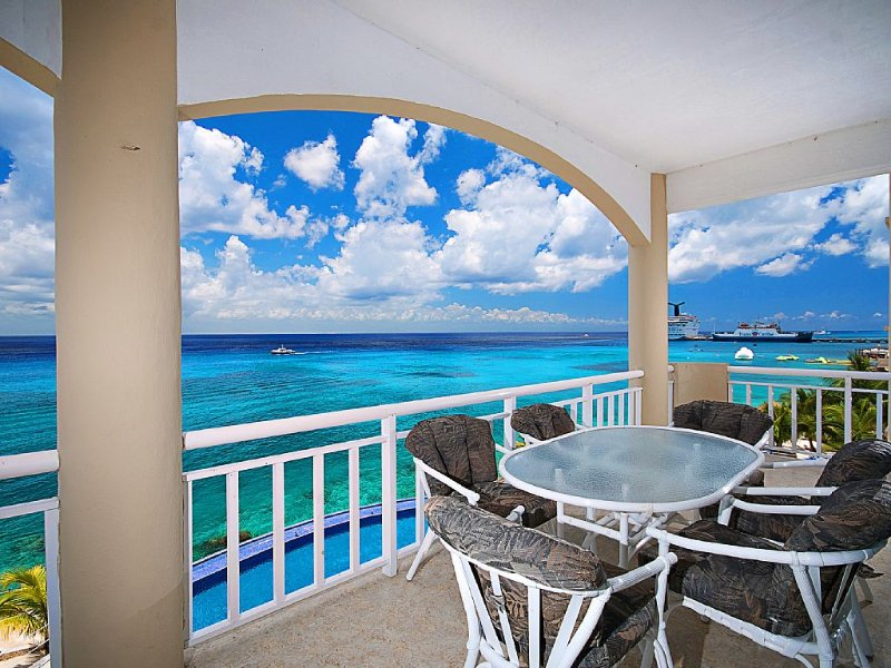 ** Largest 3 Bedroom in El Cantil - 64 foot wrap around corner terrace **, vacation rental in Cozumel