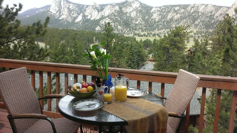 2 Bdrm Black Canyon Chalet - Perfect Location, Amazing  Views!, holiday rental in Estes Park