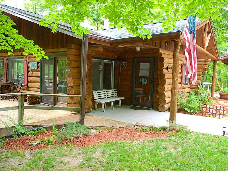 Wooded Private - True Log Cabin on Pristine Spider Lake, vacation rental in Shell Lake