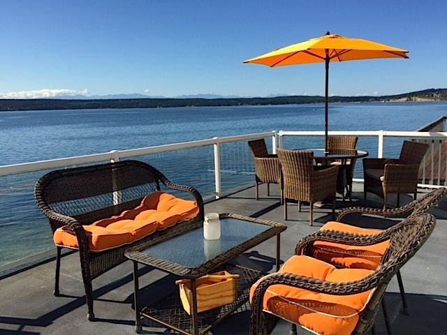 Fossil Cottage On Penn Cove - Sunrise To Sunset Beachfront Haven, vacation rental in Oak Harbor