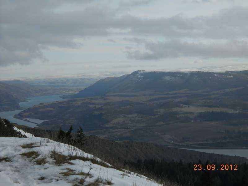 2 Min walk! Eastern Gorge view from viewing point, Syncline cliff in bottom half