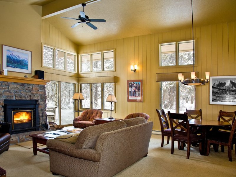 Private, serene home in the Aspens. Great home base for all your adventures., casa vacanza a Wilson