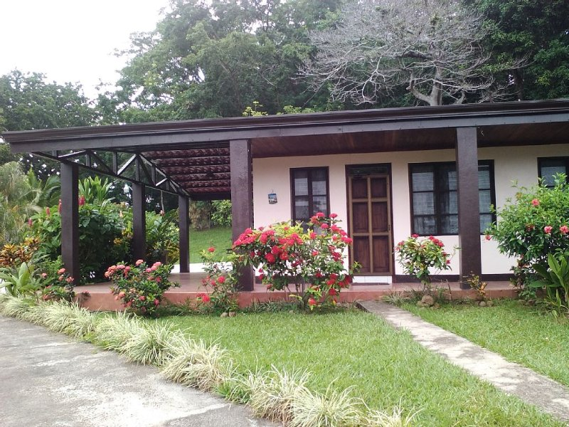 Your Tropical Haven Away from Home W/ Pool & Wi-Fi, Ferienwohnung in Alajuela