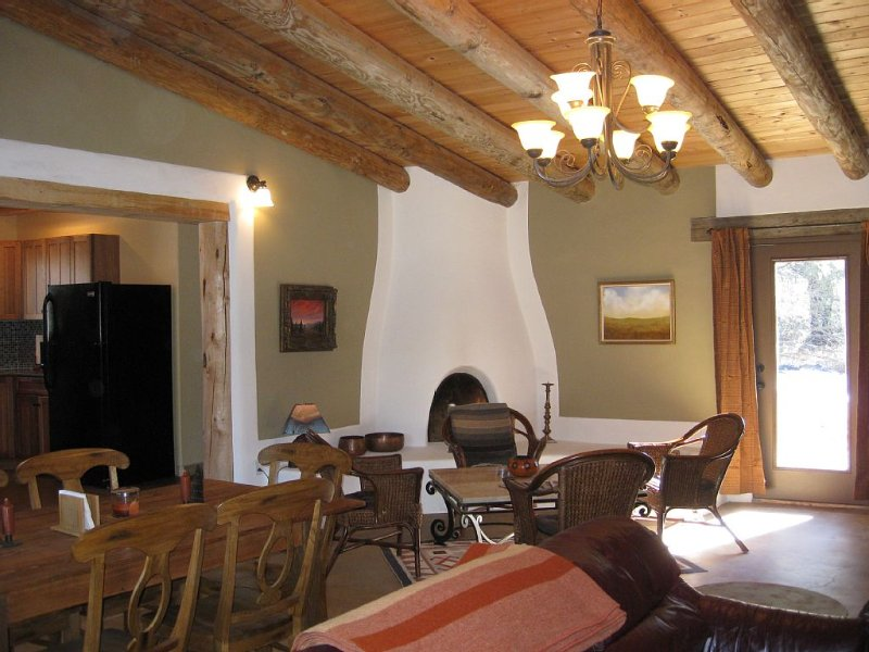 Romantic Getaway close to Sipapu and Ft Burgwin. Within Carson Nat'l Forest, holiday rental in Taos
