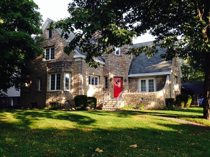 The Castle at Lakeside, holiday rental in Marblehead