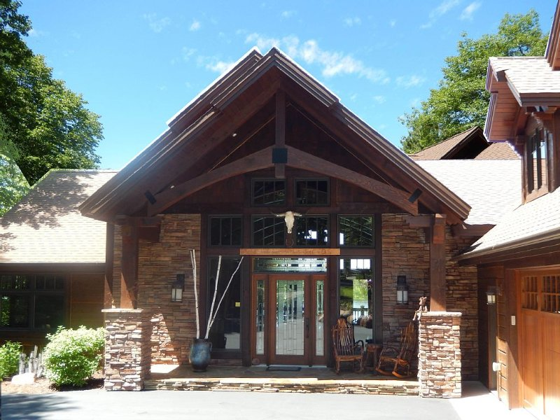 The BEST Summer Vacation is at the Loose Moose Lodge!, holiday rental in Lake Shore