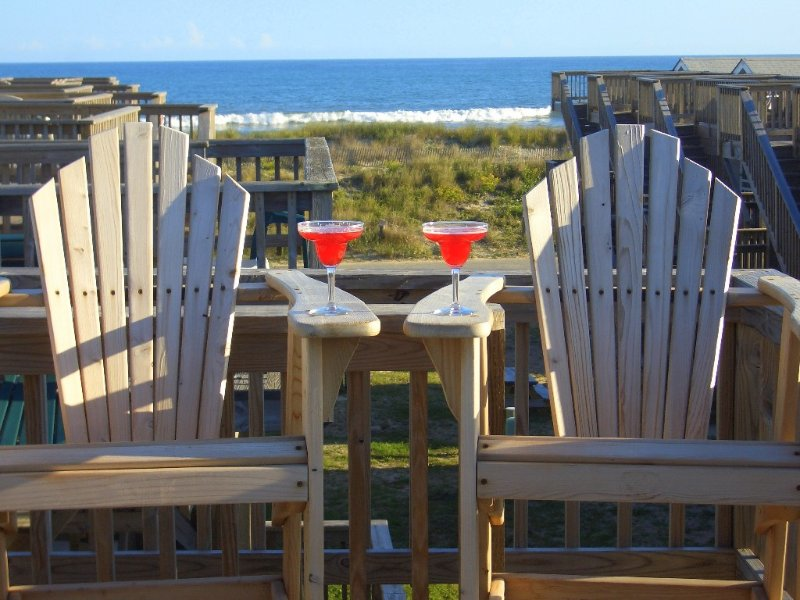 Relaxing, Cheerful ~ OCEANFRONT ~ Perfect for 2, location de vacances à Hatteras