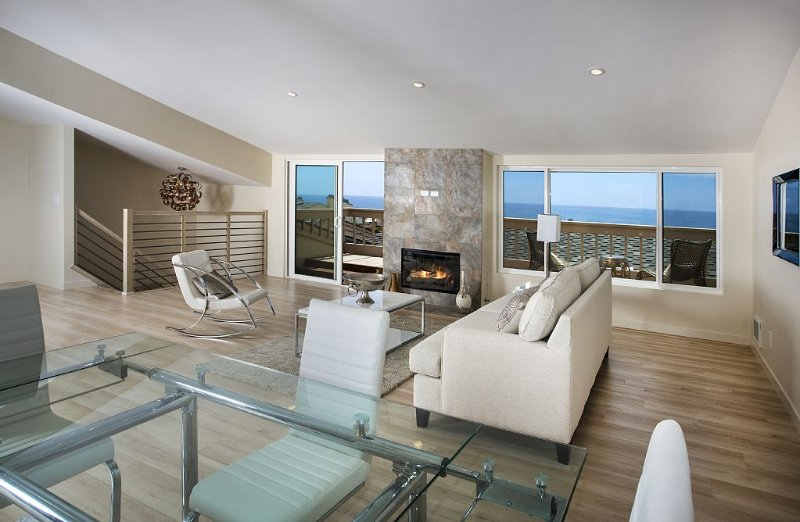 Luxurious Newly Remodeled Townhome with Fabulous Ocean Views !!, vacation rental in Solana Beach