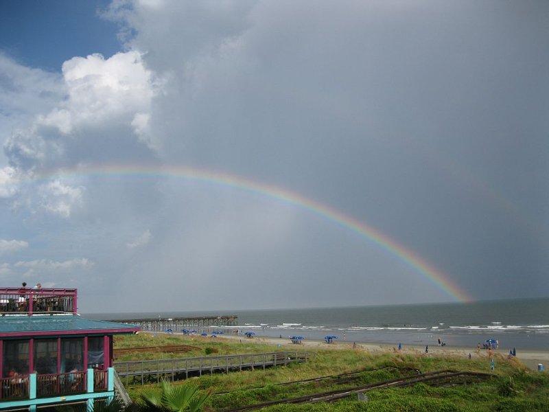 Beautiful ocean front 3 bedroom 2.5 bath condo!  Wi-fi, pet friendly, pool., vacation rental in Isle of Palms