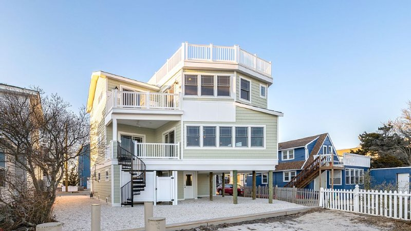Luxury LBI Waterfront Home with Dock (Perfect for Boat Owners!), vacation rental in Ship Bottom