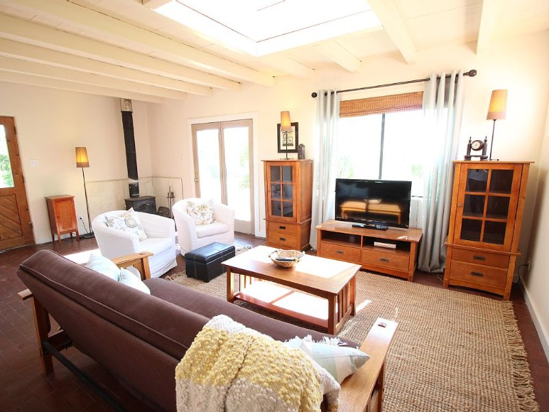 Tranquil Casita in Tano West, Southwestern Skies, Sweeping View of the Sangres, holiday rental in White Rock