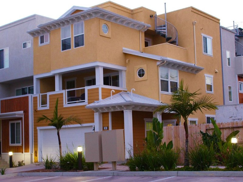 *Beach View Luxury Property In Downtown Pismo - Walk To Everything !, alquiler de vacaciones en Pismo Beach