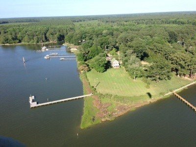 Updated Waterfront Farmhouse on 3 Acres, holiday rental in Schley