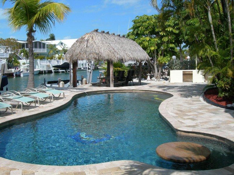 Beautiful Venetian Shores, Cozy home, Heated pool, Tiki, Boat Lift, Fish & Dive., holiday rental in Matecumbe Key