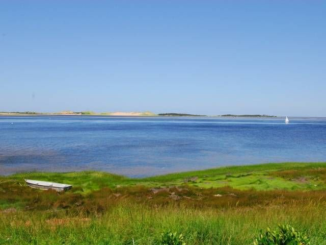 Private, Seagrass Oceanfront Retreat, near PEI National Park, aluguéis de temporada em Savage Harbour