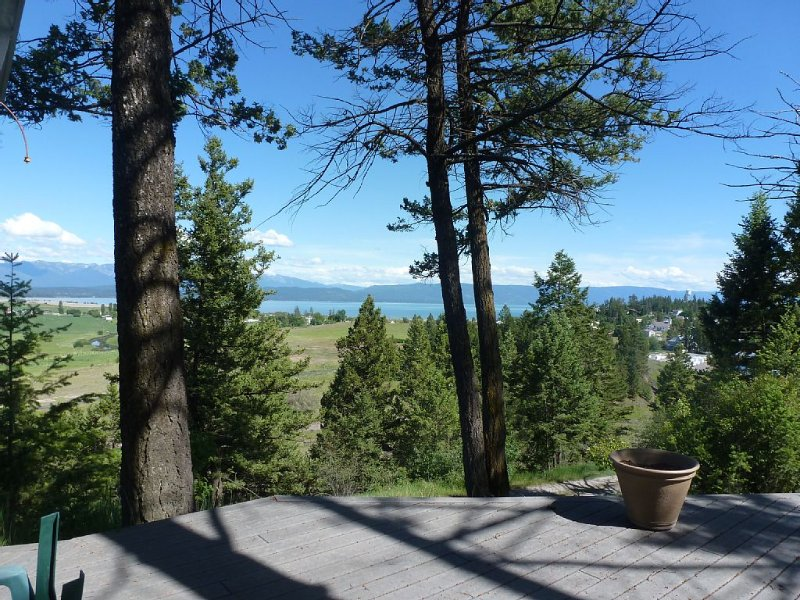 Scenic View Of Flathead Lake With Mission Mtns In The Background, location de vacances à Somers