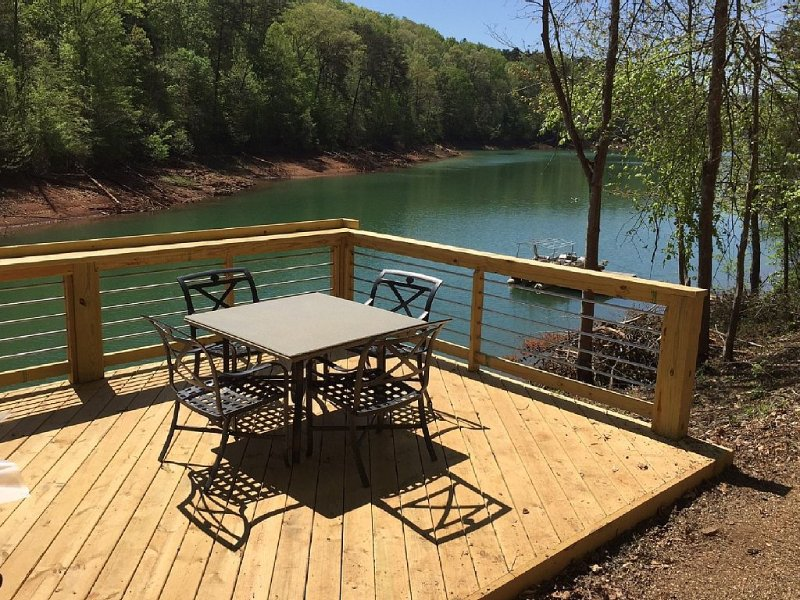 Lake front, quiet cove, holiday rental in Caryville