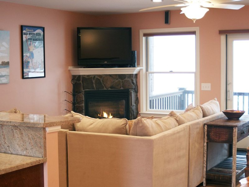 Luxury Shawnee Peak Townhouse across from Moose Pond, vacation rental in Harrison