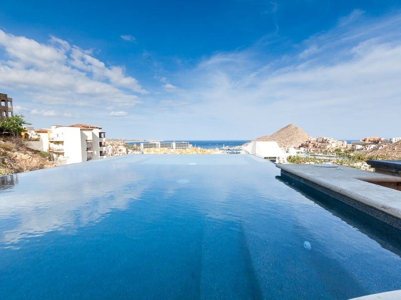 Newly Remodeled Villa In Pedregal 3  master suites over 3000 sq. ft., alquiler de vacaciones en Cabo San Lucas