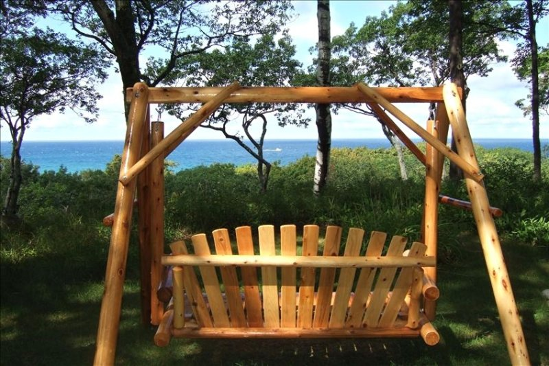 Lake Michigan - Sunset View Cottage with Lake Access, Good Hart, location de vacances à Harbor Springs