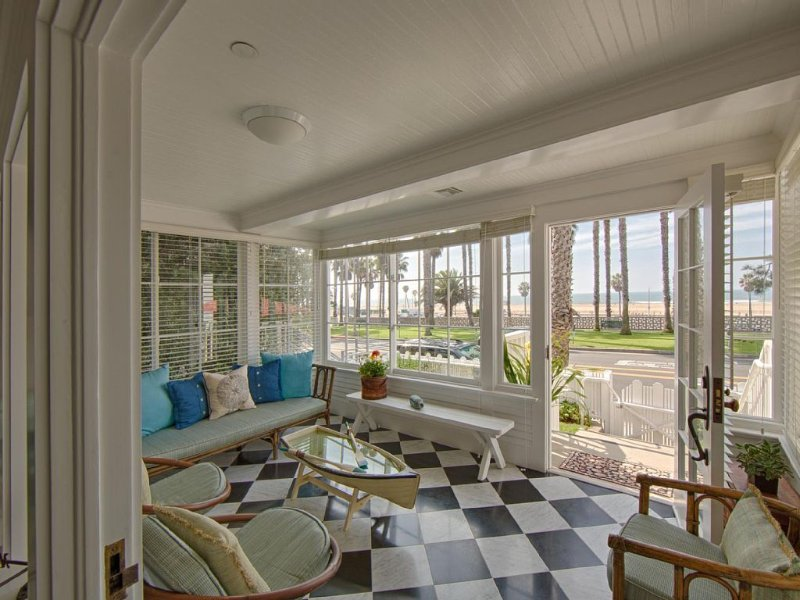 Beautiful beach house with parking and breakfast, at world famous beach., location de vacances à Santa Monica