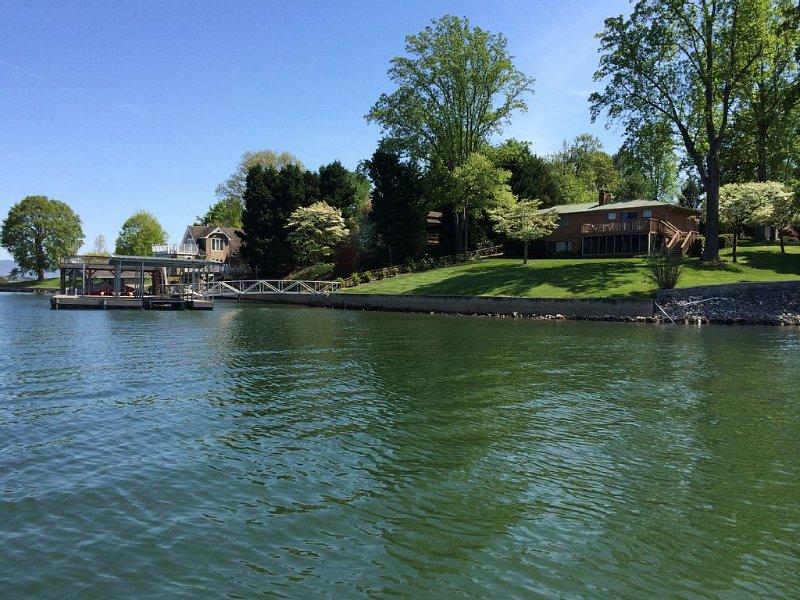 Waterfront on Pristine Lake James-now available!, Ferienwohnung in Morganton