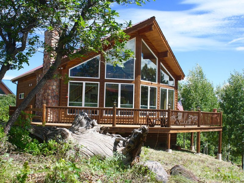 Guest cabin now available for groups of 9 or more ppl, $50 per night, location de vacances à Ridgway