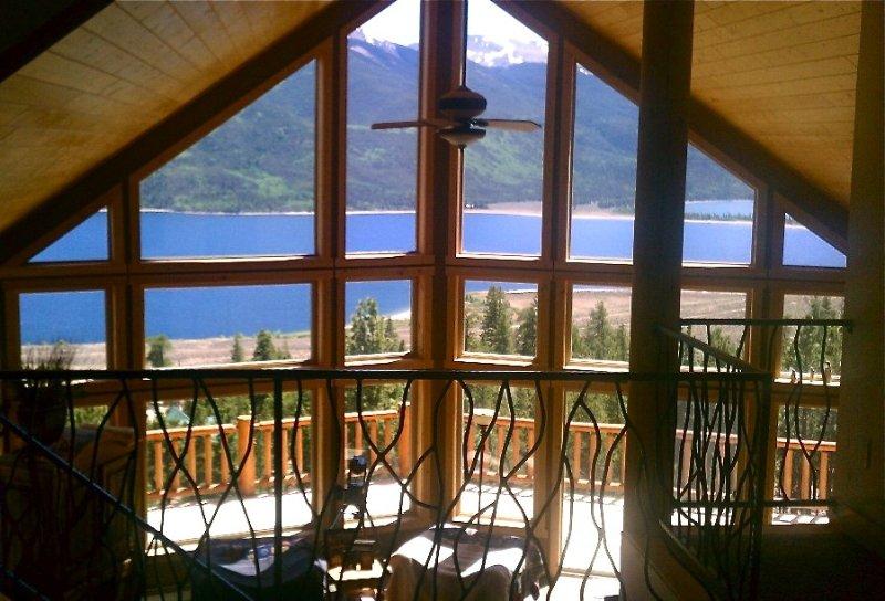 Fabulous Views, Sleeps 12, 3 Full Baths, Family-Friendly, vacation rental in Twin Lakes