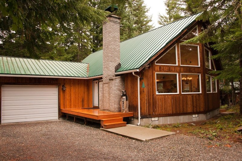 Beautiful Home W/Hot Tub Near Crystal And Rainier, holiday rental in Greenwater
