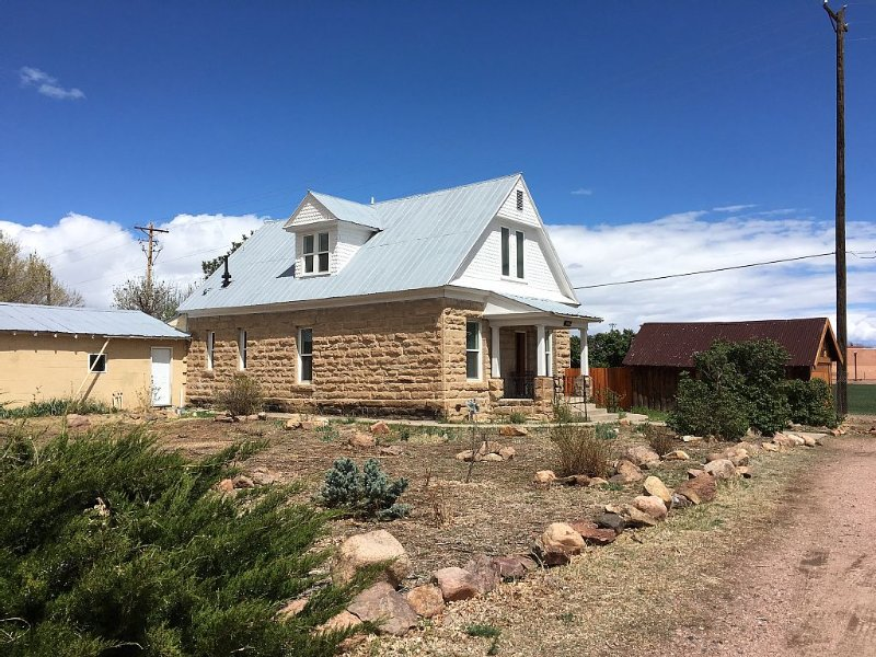 Remodeled Stone House, Close To Down Town, Family & Dog Friendly, Great Deal!, alquiler vacacional en Canon City