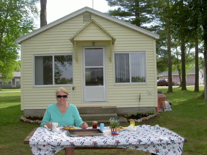 Cozy 2 Bedroom Cabin With Boat, vacation rental in Black River